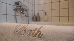 Hunajakoto, bath tub